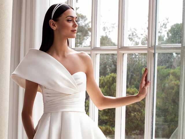 25 vestidos de novia escote asimétrico más encantadores