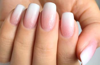 'Baby boomer': la técnica de uñas que triunfa entre las novias