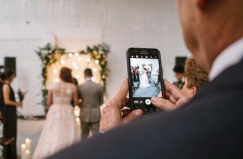 Lo que sus invitados deben saber sobre el uso de celulares en la boda