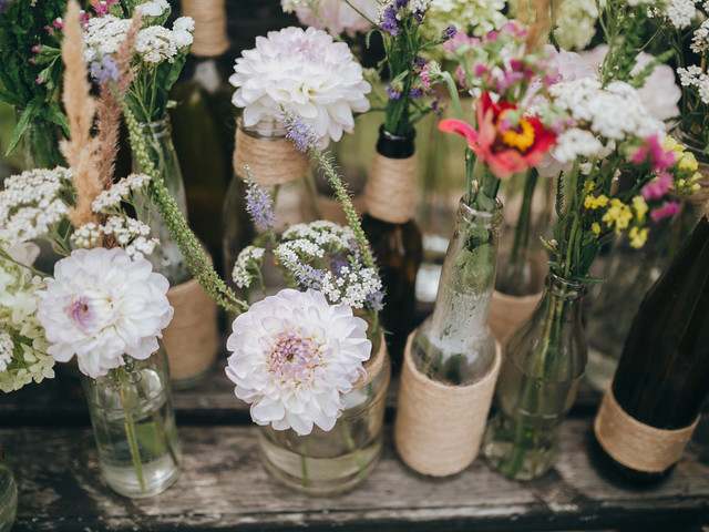 Decoración para matrimonio con frascos de vidrio