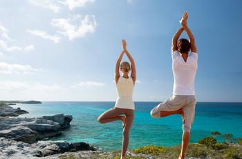 8 posturas básicas de yoga para practicar antes de la boda