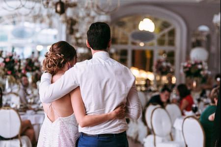 7 maneras de saludar a sus invitados de boda en tiempos de covid-19