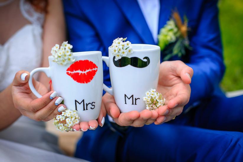 tazas para café en la boda de los novios