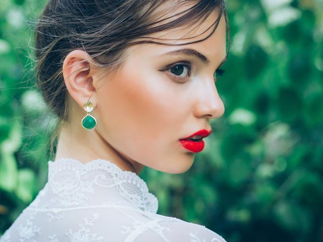 Labios sensuales y brillantes para la novia