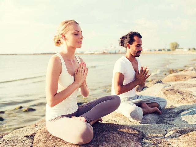 Practicar yoga antes de la boda les ayudará a disminuir el estrés...¡y más!