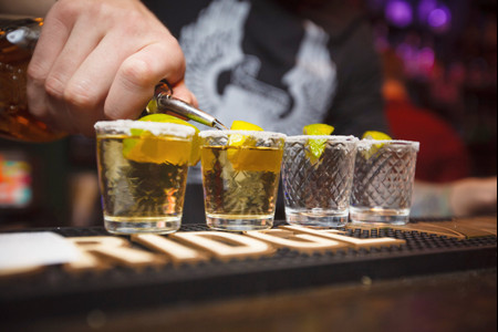 El tequila como opción para su barra de bebidas