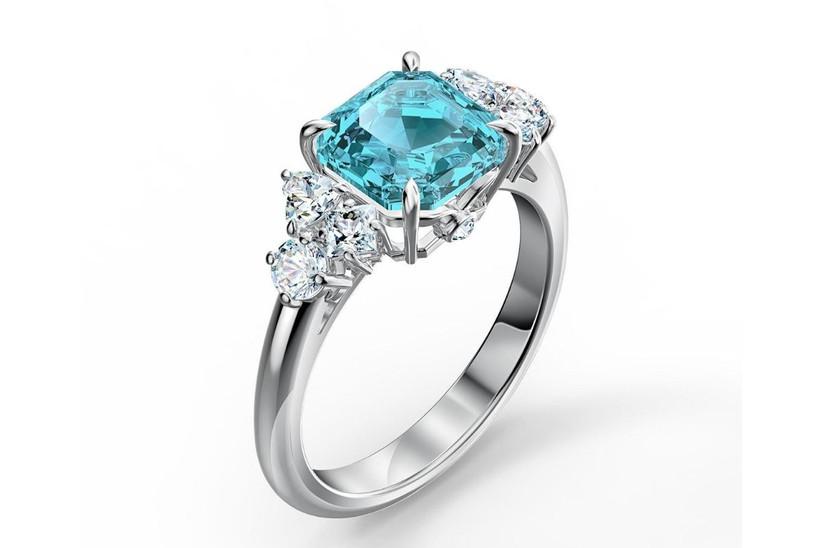 anillo con piedra azul cielo para compromiso