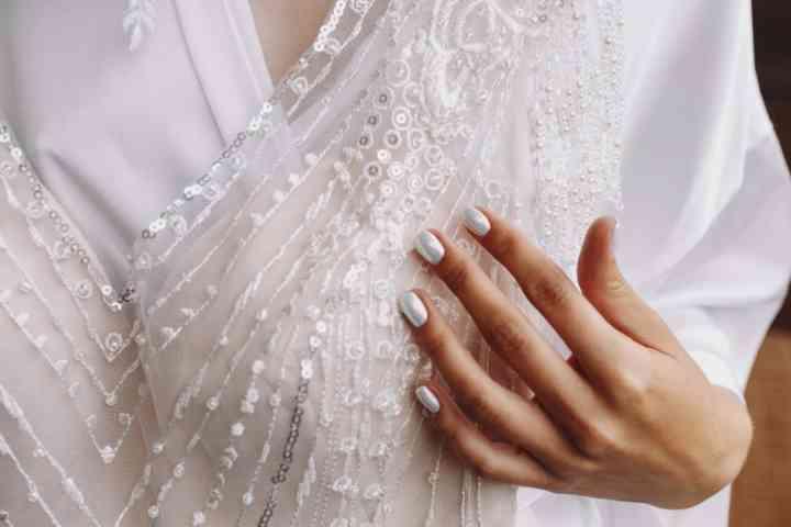 color plata para las uñas de novia