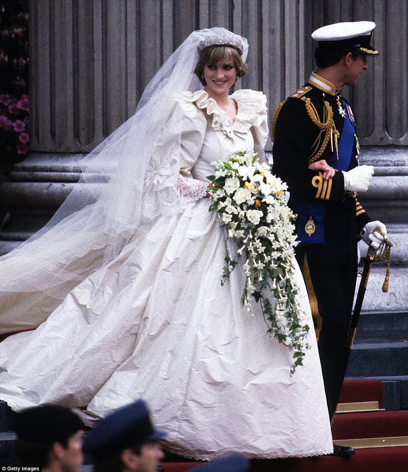 lady di el día de su boda con Carlos