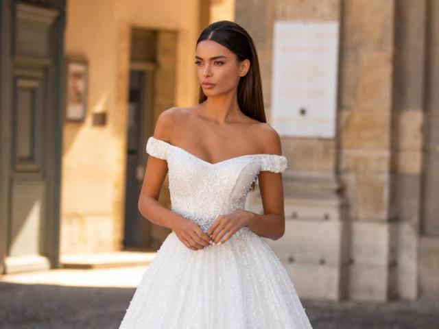 Vestidos de novia con escote hombros caídos