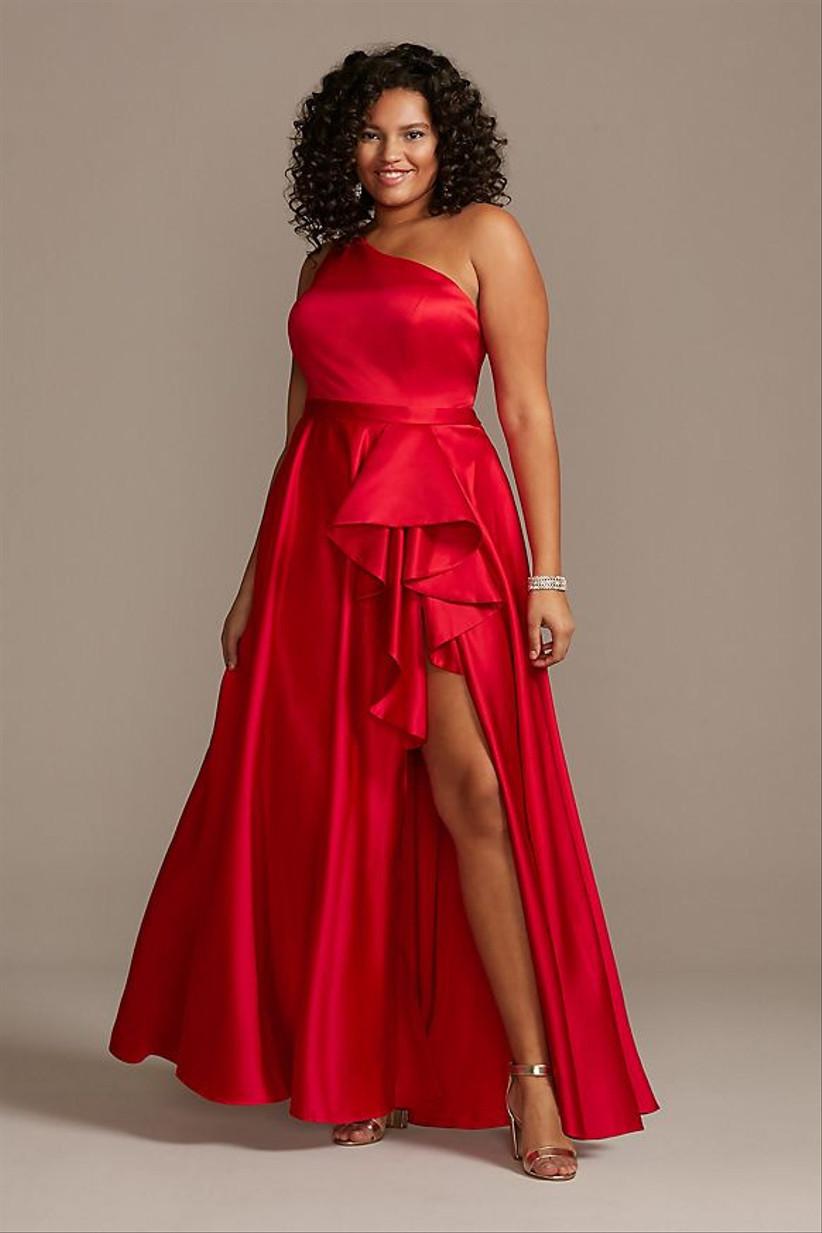 Vestido de fiesta largo rojo y escote asimétrico