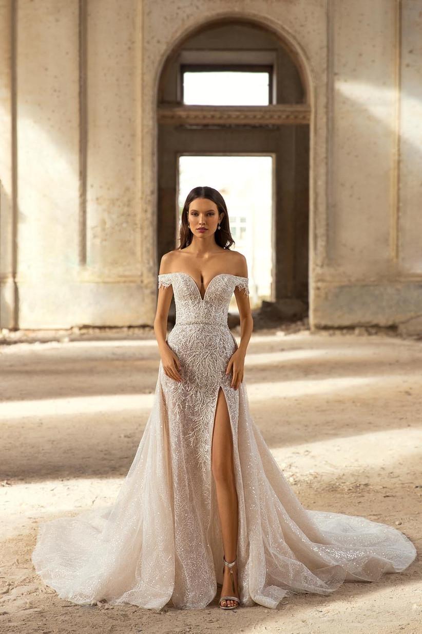 vestido de novia corte sirena con abertura en la falda