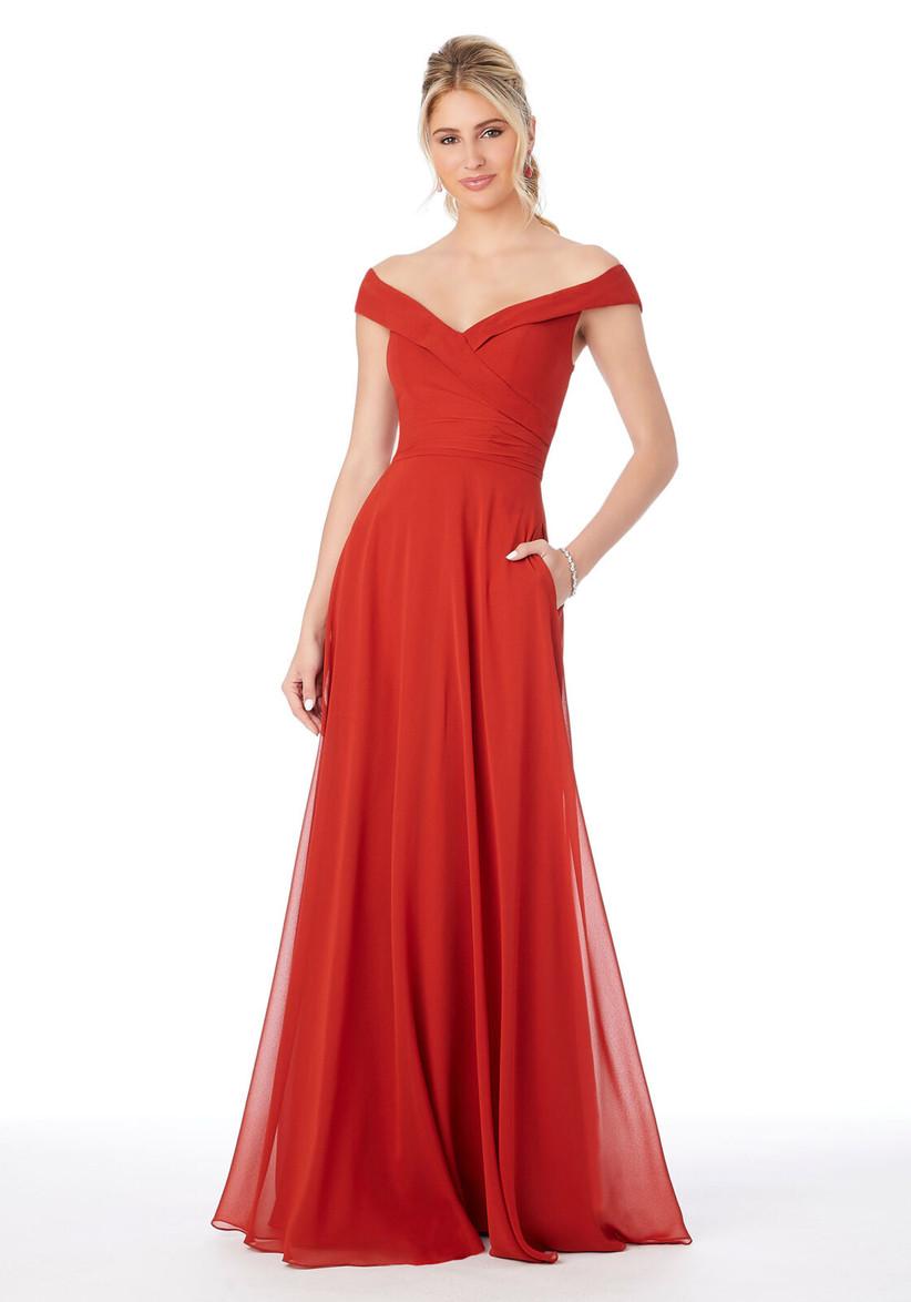 vestido rojo largo de fiesta con bolsillo y escote hombro caído