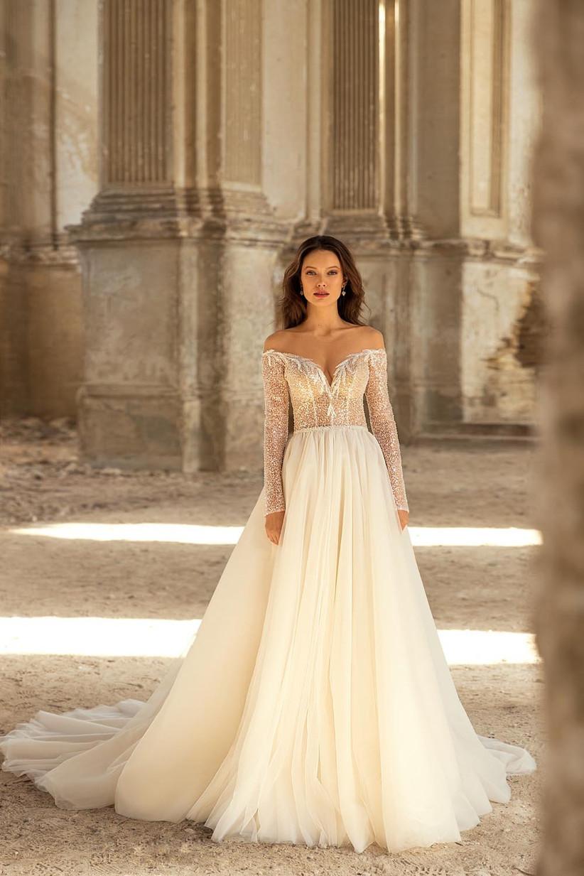 vestido de novia elegante con manga larga y brillo