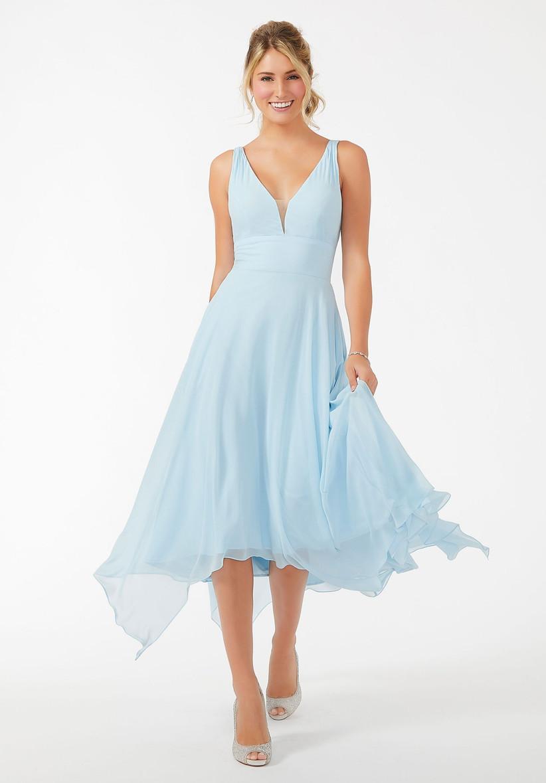 vestido corto de fiesta azul cielo escote en V