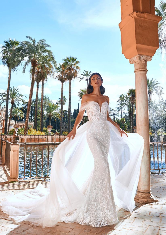 vestido de novia corte sirena con escote corazón y sobrefalda