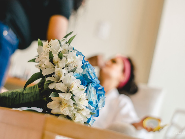 """Ideas para tener """"algo azul"""" en el look de novia"""