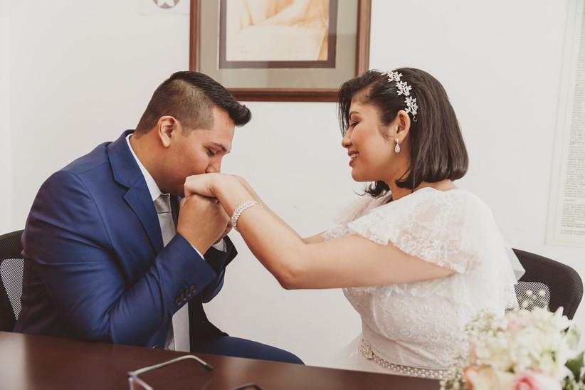 Boda de pareja en registro civil