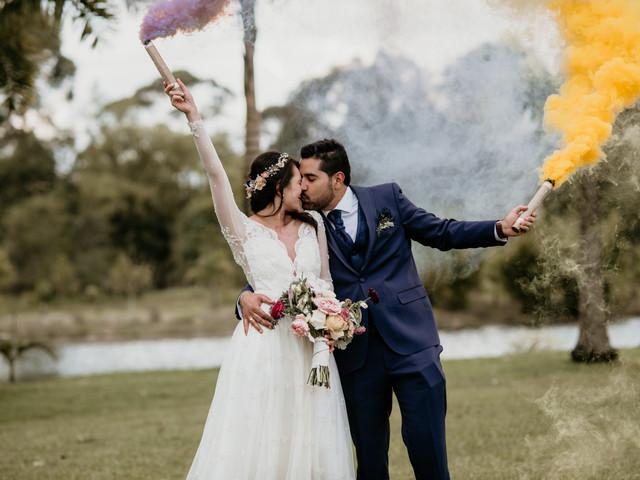 Bombas de humo: una cortina de color para sus fotografías de matrimonio