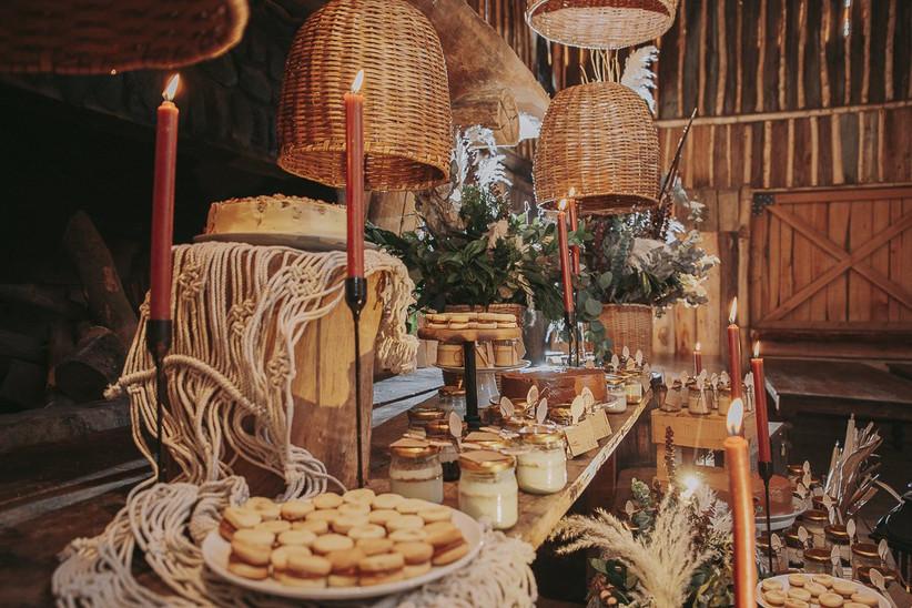mesa de dulces para boda de estilo rústica