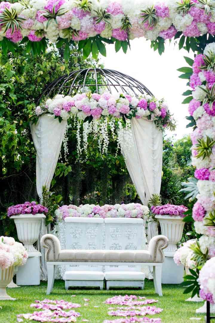 decoración de altar para boda con flores