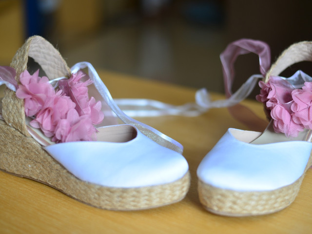 15 alpargatas de novia para un matrimonio al aire libre
