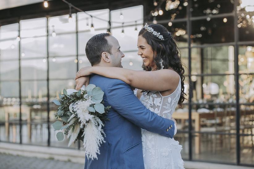 fotos de recién casados felices