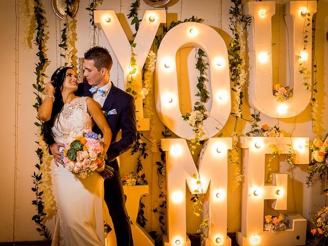 Letras para iluminar y decorar cada espacio de la boda
