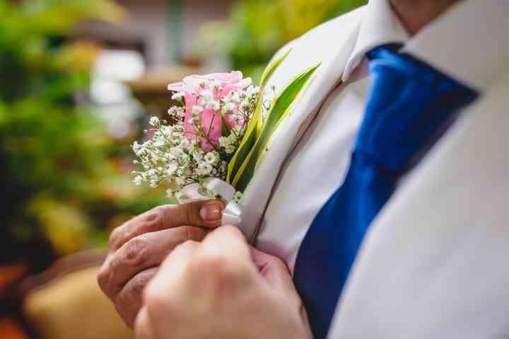 gallardete de novio con flores