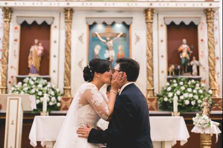 Consejos para tener un primer beso como marido y mujer inolvidable