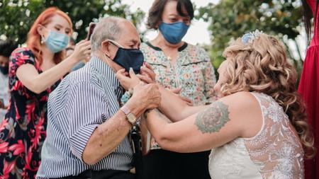 Cómo proteger a los adultos mayores durante la celebración