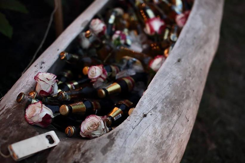 Botellas de cerveza en la recepción de boda