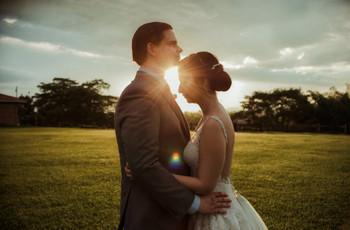 Las fotos románticas de pareja en la hora dorada