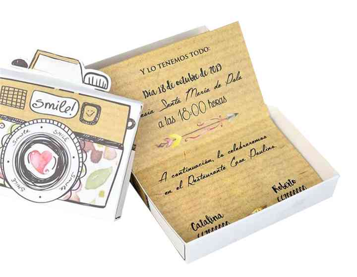 invitaciones de boda forma de cámara de fotos