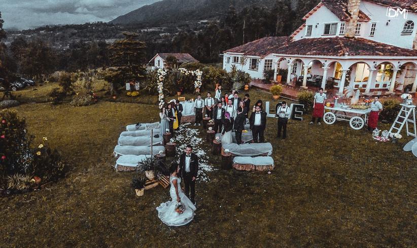 dron para bodas con fotografía de la ceremonia