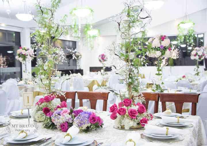 centros de mesa para boda con flores y plantas