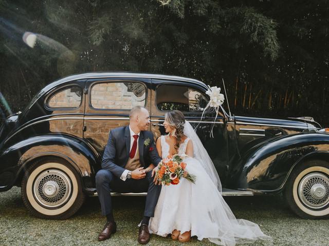 Carro para boda: ¿alquilado, prestado, con chofer o sin él?