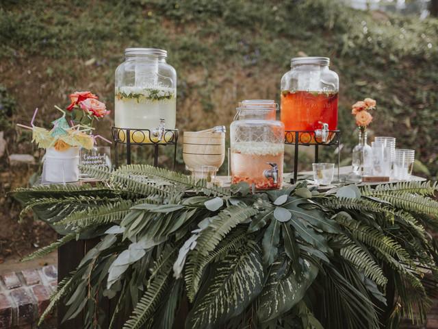 Montar una mesa de bebidas para boda: 10 reglas fundamentales que no pueden ignorar