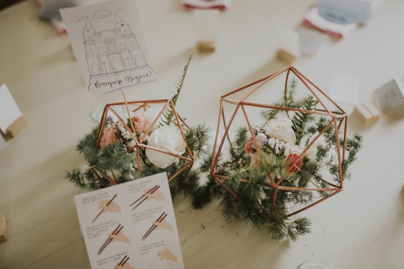 centro  de mesa para boda geométrico con flores