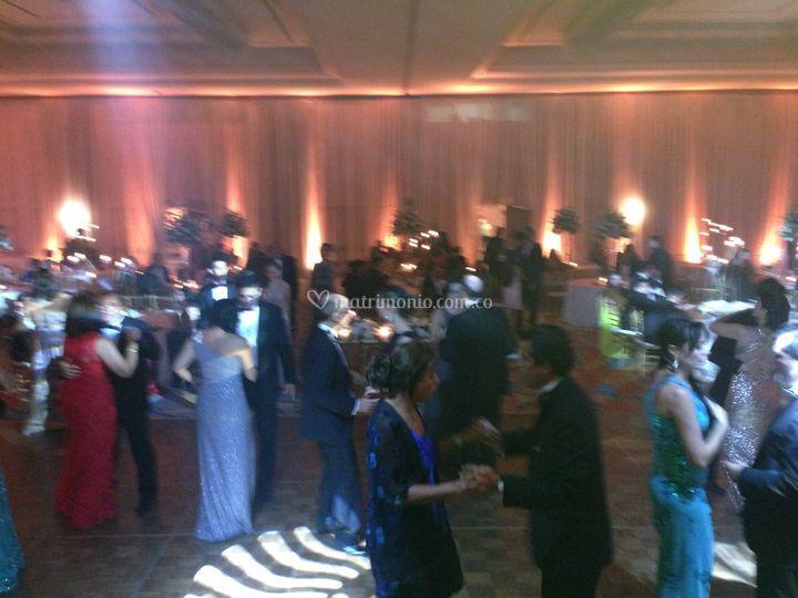 Invitados bailando a son caribe