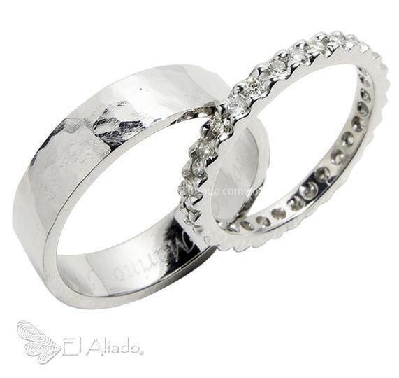 885. Oro blanco y diamante