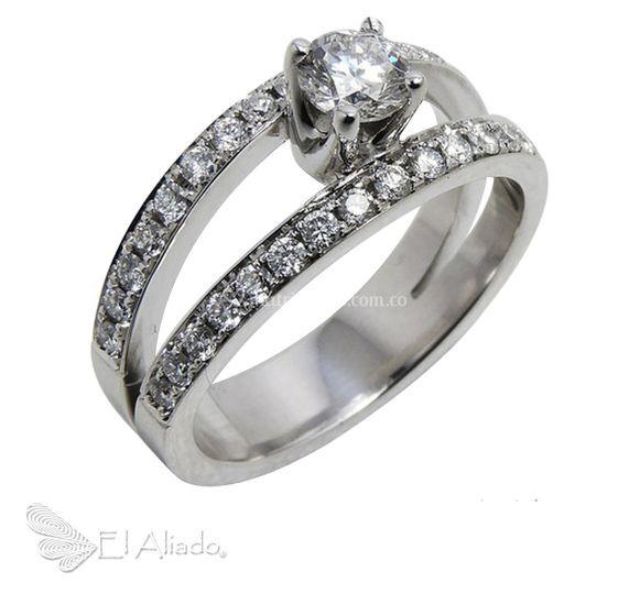894. Oro blanco y diamante