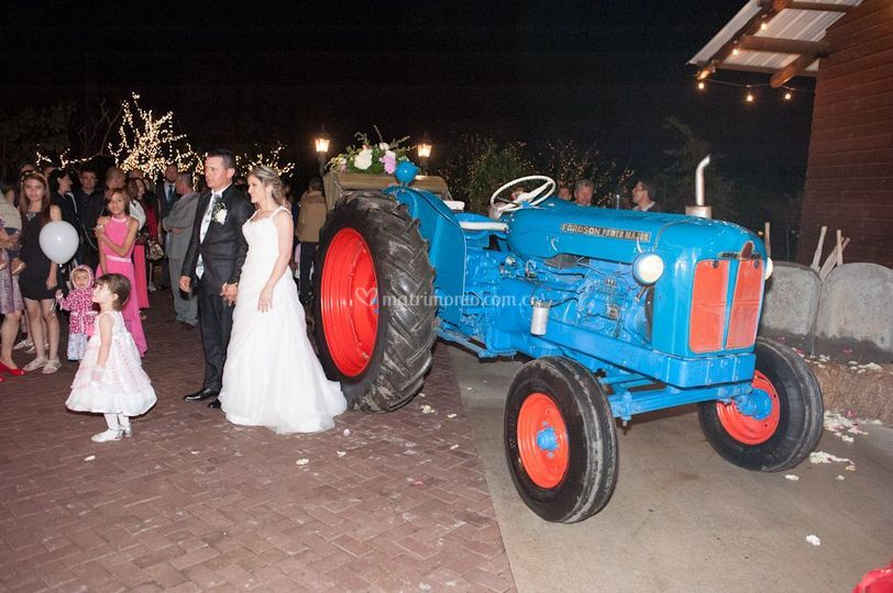 Tractor antiguo carroza fordso