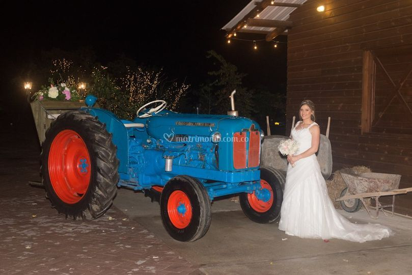 Tractor antiguo carroza Fords