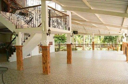 Amplio salón
