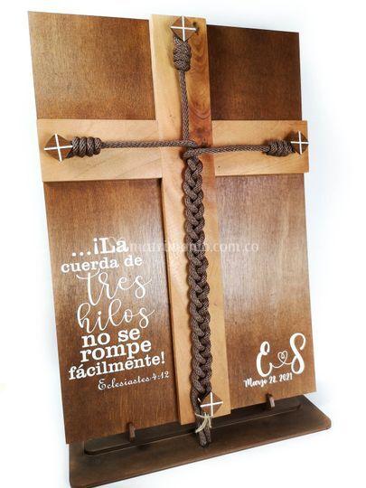 Cruz cordón de tres dobleces