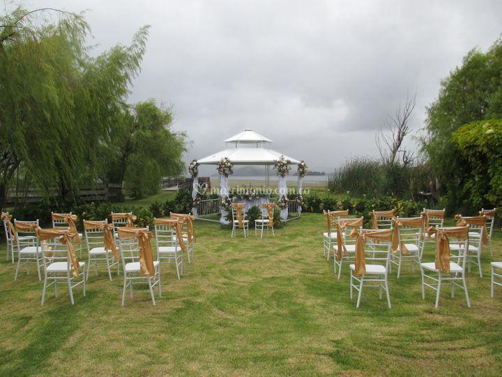 Ceremoniaen el jardin junto al