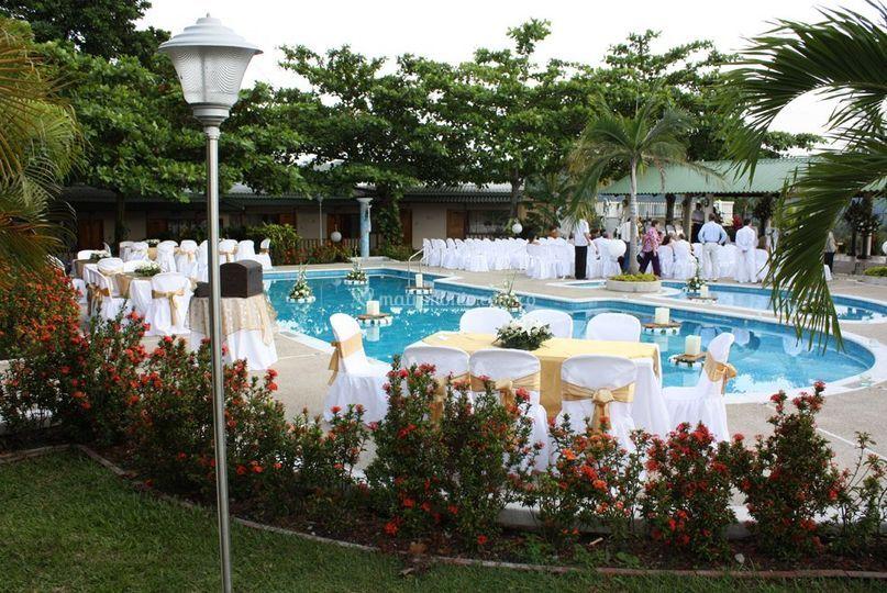 Hotel campestre cerro dorado for Hoteles con piscina en san sebastian
