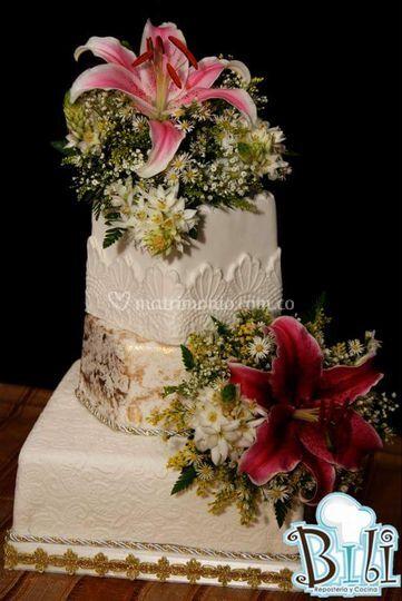 Ponque de bodas con flores