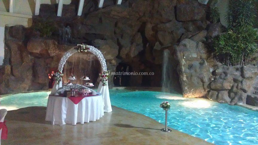 Salón con piscina